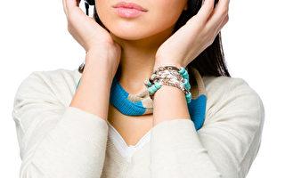 研究发现,约有九成工作者听音乐有助于提升工作效率。(Fotolia)