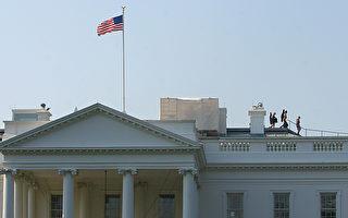 圖為美國特勤局人員在白宮屋頂執勤(AFP PHOTO/Karen BLEIER)