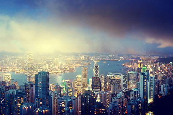 从维多利亚的山顶看香港岛(fotolia)