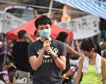 10月1日从广州来香港的大陆人,到现场支持香港学生公民抗命运动。(文瀚林/大纪元)
