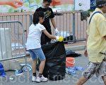 """香港学生的和平理性震惊了全世界,被评为""""最有礼貌的示威者""""。(大纪元)"""