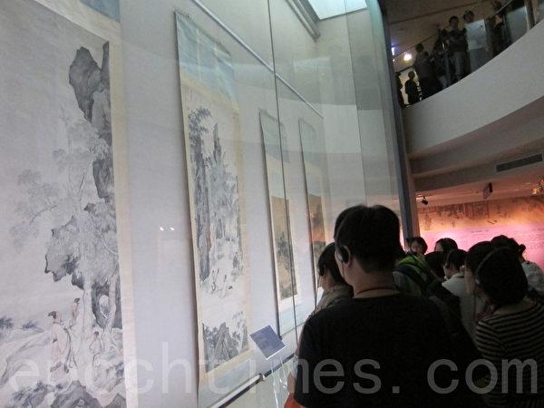 """台湾国立故宫博物院推出""""仇英特展"""",展期即日起至12月29日止,图为参观本次特展的人潮。(钟元/大纪元)"""