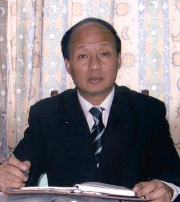 上海著名維權律師鄭恩寵披露,江綿康負責全上海市土地、拆遷、規劃、建築總協調等工作,實際上掌控了上海市政府最肥機構的實權。(大紀元)