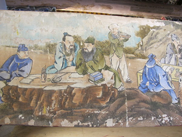 在崇远堂的横梁上仍完整保存彩绘名匠柯焕章的系列作品。(廖素贞/大纪元)