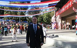 第一次受邀与会的西好莱坞市议员杰福瑞‧普蓝(Jeffery Prang),表示备感荣幸。(袁玫/大纪元)
