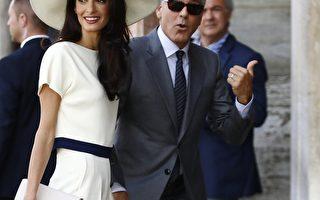 2014年9月29日,乔治•克鲁尼和律师妻子阿迈勒抵达威尼斯市政厅办理结婚登记。(PIERRE TEYSSOT/AFP/Getty Images)