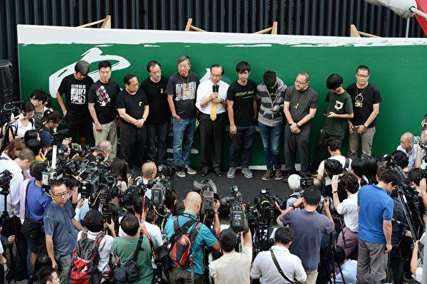 香港政府宣佈終止對話,學聯與學民、佔中、泛民一起啟動新一輪不合作行動,繼續佔領街頭直至當局回真普選訴求。(宋祥龍/大紀元)
