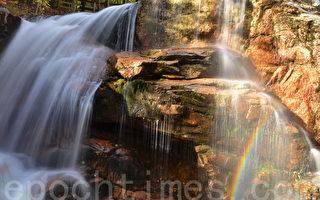 秋季的新罕布什尔州白山山脉中的水槽峡谷州立公园(姜斌/大纪元)