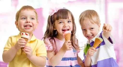 营养师建议,大多数冷饮都属于营养含量低,食品添加剂特别多的食物,对于孩子不建议吃。(fotolia)