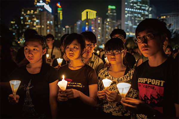 """除非迫不得已,中共四中全会一般都在9月召开,只有1989年因""""六四""""屠城事件提前召开。图为香港纪念""""六四""""事件会场。(AFP)"""