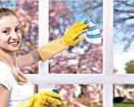做家事或工作时戴上防水手套,保护纤纤玉手。(Fotolia)