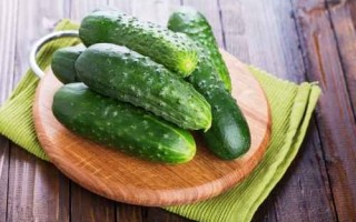 早晚喝黃瓜水,可控制體重又解熱。(Fotolia)