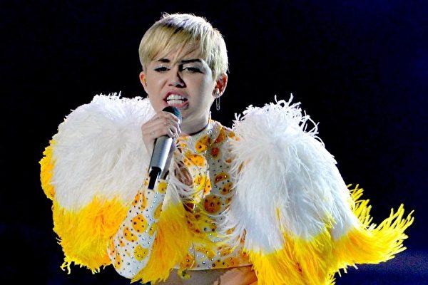 目前在网路上被搜寻最多次的流行歌手是麦莉‧希拉。(Julio Cesar Aguilar / AFP)