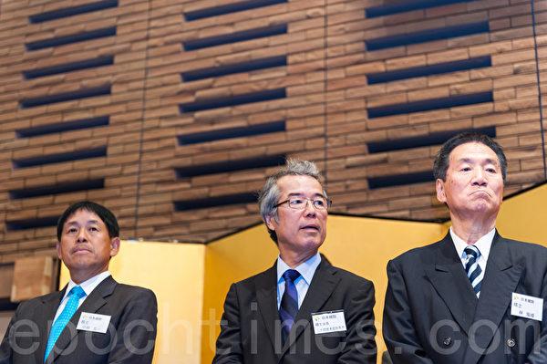 曾經在日本棋院叱詫風雲的重量級棋手之一小林光一、石田芳夫、林海峰出席了慶典儀式。(牛彬/大紀元)