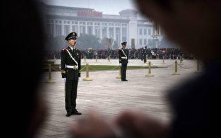 中共十八屆四中全會10月20日至23日在北京召開。圖為2014年10月20日,北京天安門廣場戒備森嚴。(Kevin Frayer/Getty Images)
