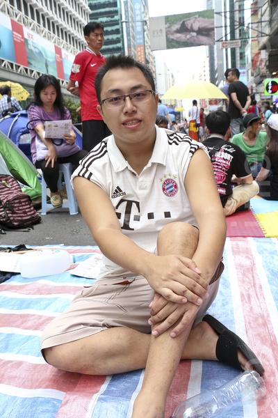 從事保險業的Keith表示,政府的高地價政策令香港變成一個畸形的社會。(余鋼/大紀元)