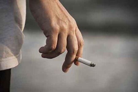 专家称,除了肺癌,吸烟还会导致鼻咽癌、口腔癌、食道癌,甚至膀胱癌、肾癌、胰腺癌和胃癌等。(fotolia)