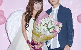 翁滋蔓(左)10月26日在台北參加百位粉絲為她舉辦的生日派對,李國毅驚喜現身獻花為她慶生。(黃宗茂/大紀元)