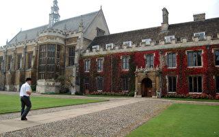 英國劍橋大學提高了明年的入學要求,導致該校近年的申請數量降低,而主要對手牛津大學的申請者增加了近5%,創下了紀錄。圖為劍橋大學著名的三一學院。(LOIC VENNIN/AFP)