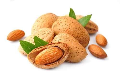 几乎所有的坚果都是健康的多脂肪类零食,杏仁却含有最低卡路里。(fotolia)