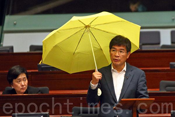 香港民主派引特權法查警方處理黑幫襲擊佔領區