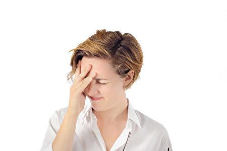 賴床帶來的暈眩、不清醒的感受,會影響我們高達2~4個小時。(Fotolia)