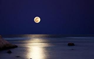 石銘:天上月兒圓 人間團圓難