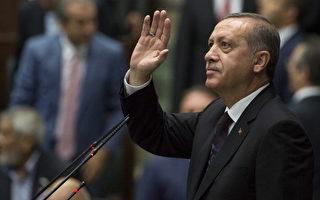 土耳其总统埃尔多安(Tayyip Erdogan)表示,两性平等是违背自然(规律)的。图为他2014年7月8日在安卡拉的党员大会上。(Murat Kaynak/Anadolu Agency/Getty Images)