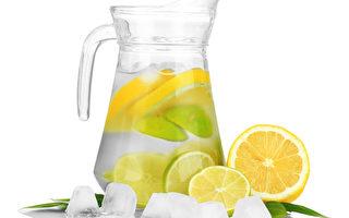 """""""柠檬水""""好处多 不当饮用有损健康"""