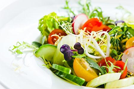 新鮮的蔬菜沙拉。(fotolia)