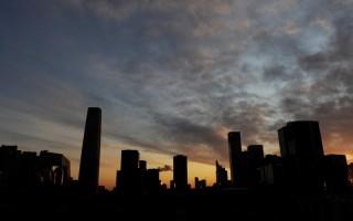 大陆楼市持续不景气,昆明市25家房企未能按时偿还土地款,高达40亿元。(AFP/Mark RALSTON)