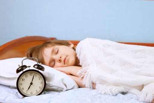 起床,并不是一件简单的事情,叫孩子起床更是需要花费更多爱心与心思,只要父母多加留心,就能带给孩子幸福的早晨时光。(fotolia)
