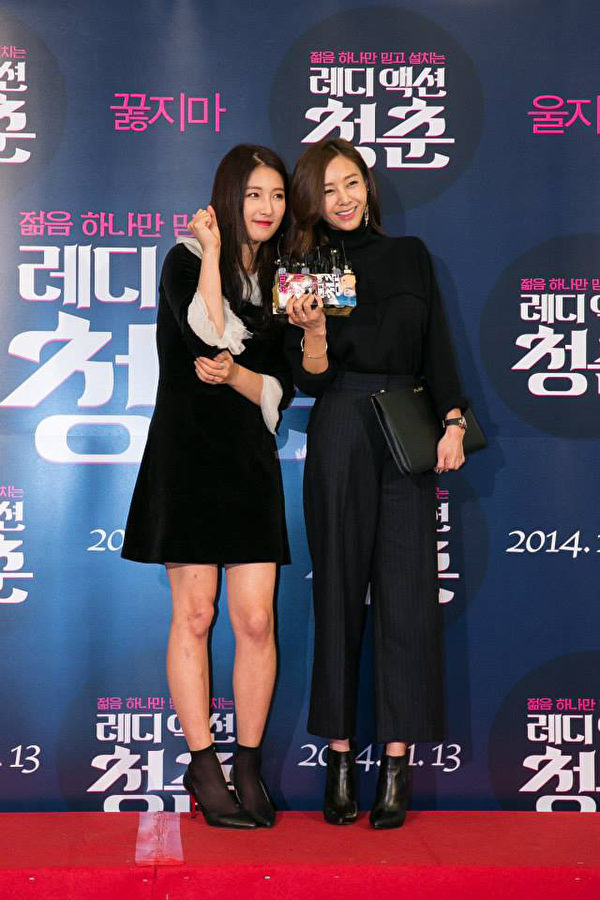 歌手G.NA(右)也来帮好朋友南智贤(左)站台。(天马行空提供)