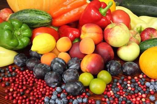 饮食富含水果、蔬菜、鱼、酸奶、坚果和种子和富含纤维的食物,少量红肉和加工肉,可预防肠癌。(fotolia)