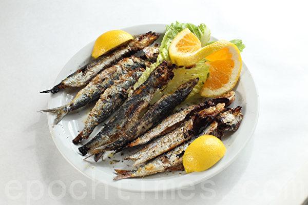 酥脆鲜美的干炸沙丁鱼(Sardine)(张学慧/大纪元)