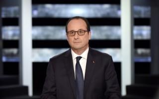 11月6日,奥朗德在电视一台现场回答记者和四名法国公民的问题。(AFP PHOTO / POOL / MARTIN BUREAU)