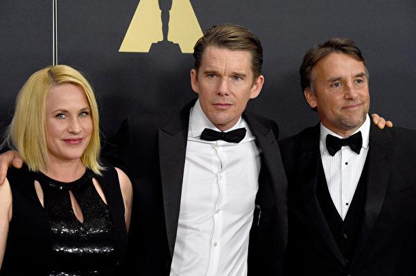 《少年時代》導演理查德·林克萊特與男女主角伊桑·霍克和帕特麗夏·阿奎特。(Frazer Harrison/Getty Images)