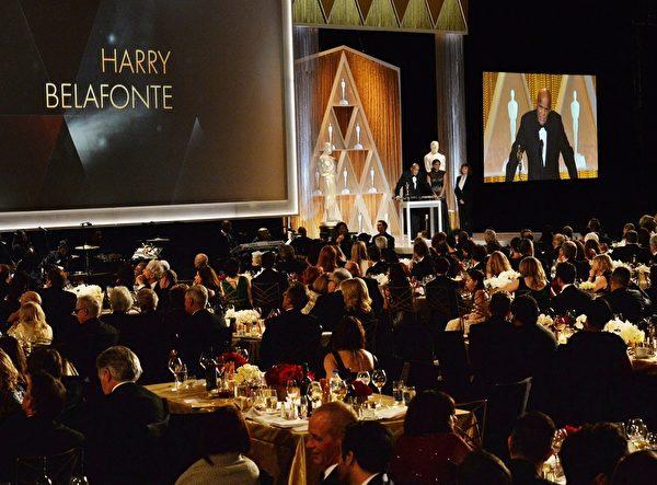 11月8日晚,美國電影藝術學院理事獎頒獎現場。(MARK RALSTON/AFP/Getty Images)