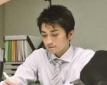 藤原龍也在片中有被櫻井翔咖啡澆頭的場面,讓他十分狼狽。(采昌國際提供)