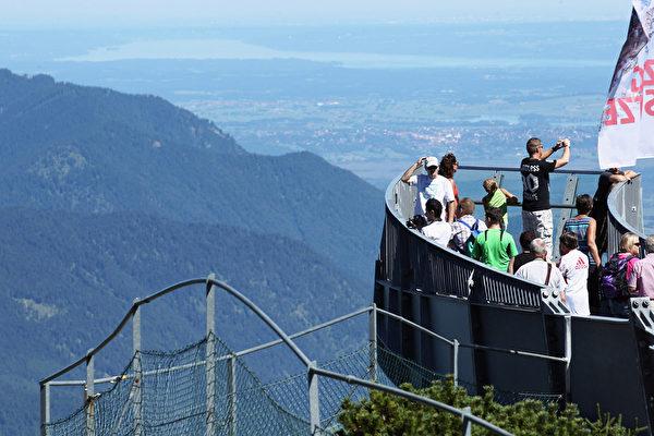 德国楚格峰观景台(Johannes Simon/Getty Images)