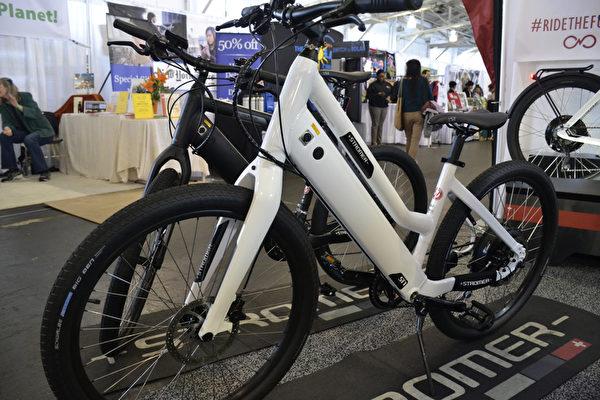 展會上的電動自行車。(楊帆/大紀元)
