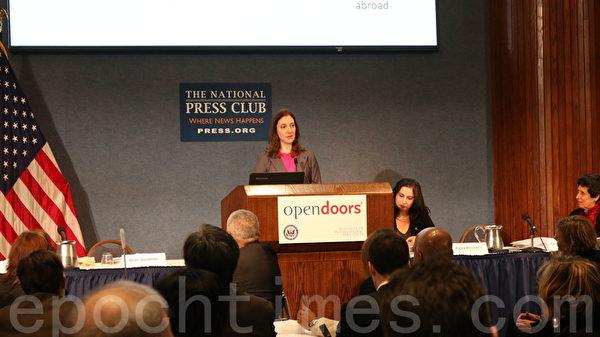 """国际教育协会高级研究员,克里斯汀•法路佳(Christine Farrugia)出席了11月17日,国际教育协会在华府举办的""""2014门户开放(Open Doors)"""" 美国留学年度报告发表会。(萧桐/大纪元)"""