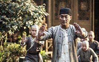 梁家輝高中時期就曾跟著黃飛鴻夫人莫桂蘭的嫡傳弟子習武。(華映提供)