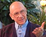 """西格尔医生认为,心与灵影响健康,而爱的能力可以超越身体的疾病和怨恨。平和的心理传送给身体一个""""活""""的信号;沮丧、恐惧、冲突和怨恨则递送一个""""死""""的信号。因此所有疾病的治愈都符合""""科学"""",包括那些现代科学无法解释的""""奇迹""""。(Bernie Siegel提供)"""