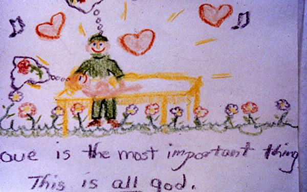 西格尔让孩子们在手术前画画,从中可以看出他们的心理活动。如图那样,说明孩子充满爱与希望,手术结果会乐观。(Bernie Siegel提供)