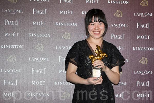 张磊获颁最佳新演员奖。(许基东/大纪元)