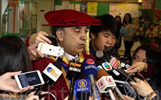 香港终审法院非常任法官包致金11月20日获树仁大学颁授荣誉博士学位时表示,只要港人坚持,香港的法治将会长存。(蔡雯文/大纪元)