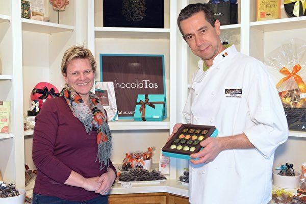 """巧克力是甜蜜的礼物,Veve夫妇说:""""我们用高品质的材料,材料好成品才能好,包括味道和外观。"""" (景浩/大纪元)"""