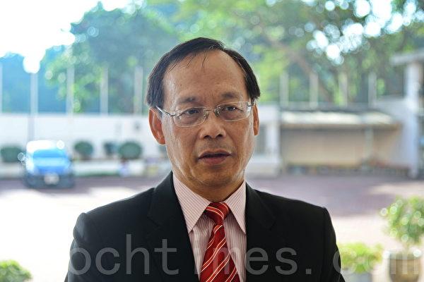 北区小学校长会主席陈绍鸿表示,今年报读人数已较去年少。(宋祥龙/大纪元)