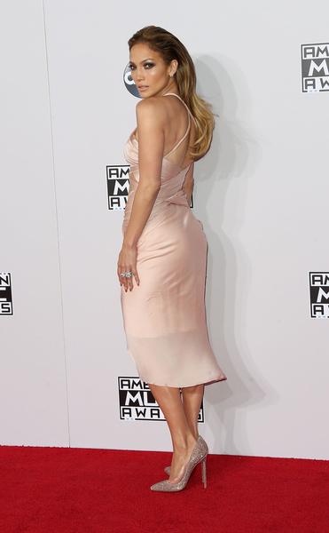 2014年11月23日,拉丁歌后詹妮弗•洛佩兹出席第42届全美音乐奖颁奖礼。(FREDERIC J. BROWN/AFP/Getty Images)